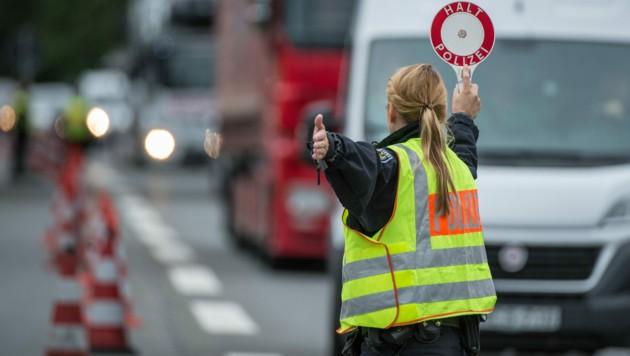 Grenzkontrolle in Bayern (Bild: APA/dpa/Matthias Balk)