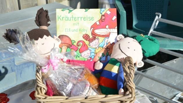 """Ihr Buch """"Kräuterreise mit Elfi und Koby"""" ist bei ihr erhältlich (Bild: Charlotte Titz)"""