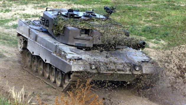 """""""In Panzer, wie den Leopard (Fo.), wurde seit den 1990er-Jahren kaum investiert. Um Räume und Gebäude schützen zu können, ist deren Modernisierung nötig"""", so General Brieger. (Bild: ANDI SCHIEL)"""