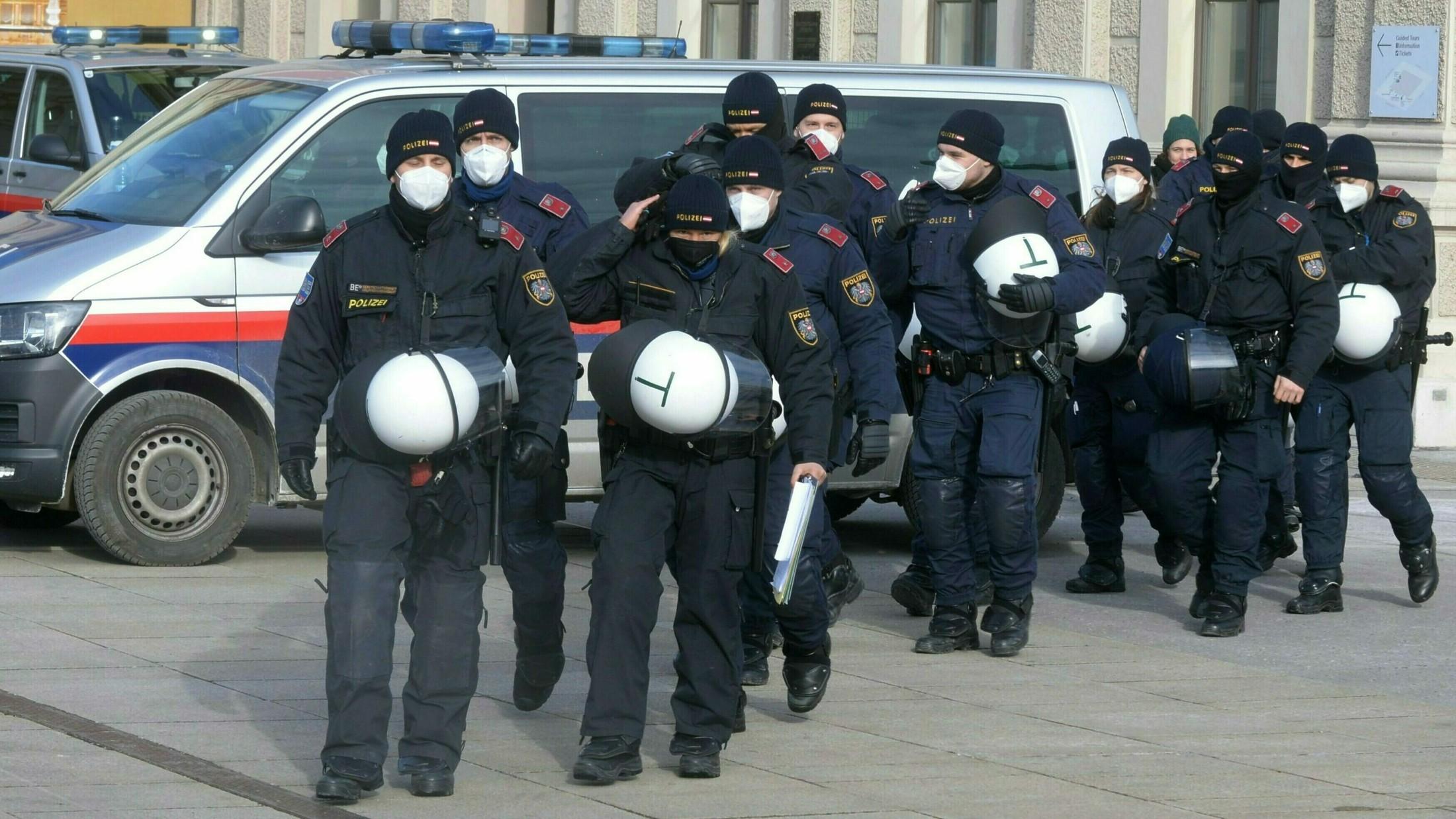 Mit polizisten zusammenleben einem Luzerner Korps