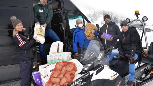 Ivo Aigner (im Bus) fährt die Spenden nach Kroatien (Bild: Roland Holitzky)