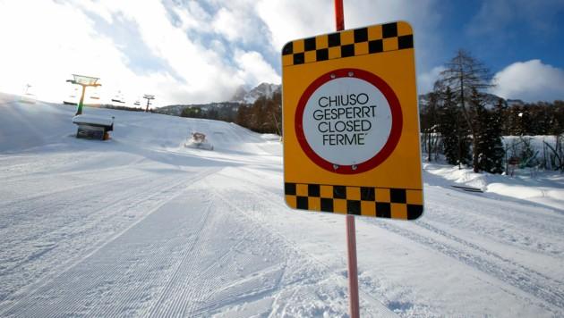 Eine gesperrte Skipiste in Cortina D'Ampezzo (Bild: Associated Press)