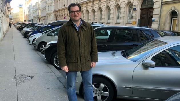 Kampf um Parkraum: ÖVP-Klubobmann Johannes Pasquali will die Stellplätze in der Weyringergasse weiterhin erhalten. (Bild: ÖVP)