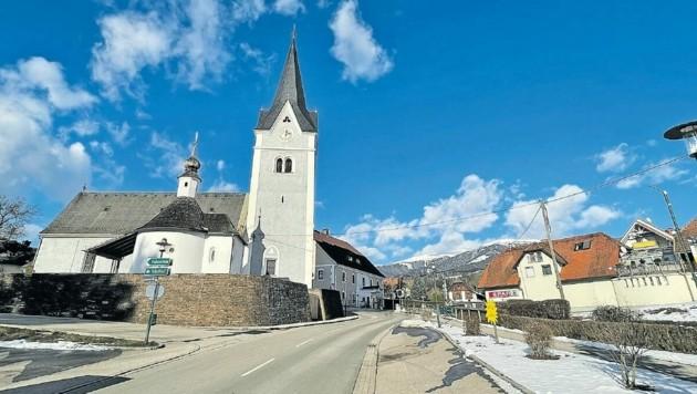 Die Pfarrkirche ist dem Heiligen Georg geweiht und hat eine bewegte Vergangenheit. (Bild: Evelyn Hronek)