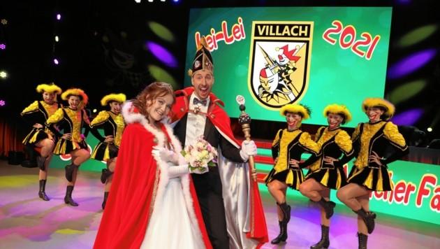 Die Garde mit Masken und ein Corona-Prinzenpaar: Villach 2021 (Bild: Rojsek-Wiedergut Uta)