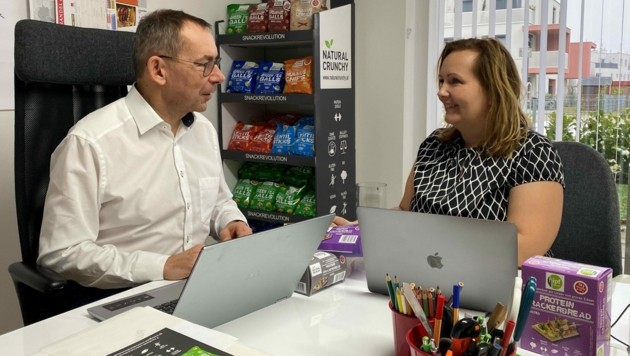 Timea und Gerhard Hipf im Natural-Crunchy-Büro. (Bild: Natural Crunchy)