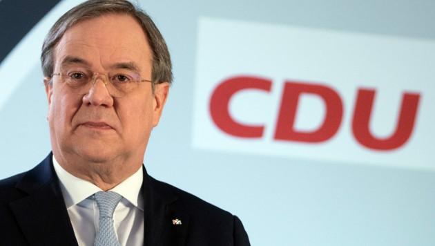 CDU-Chef Armin Laschet will deutscher Bundeskanzler werden, aber er hat es schwer, die Wähler von sich zu überzeugen. (Bild: APA/dpa-Pool/Federico Gambarini)