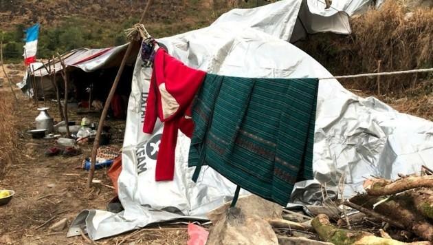 In einsamen Dörfern leben Familien immer noch unter Zeltplanen. (Bild: Glocknitzer/Lang)