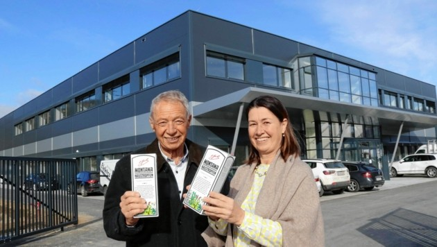 Freuen sich schon auf die Inbetriebnahme der neuen Zentrale: Die Pharmonta-Chefitäten Gernot Fischer und Tochter Ulla Kassegger. (Bild: Christian Jauschowetz)