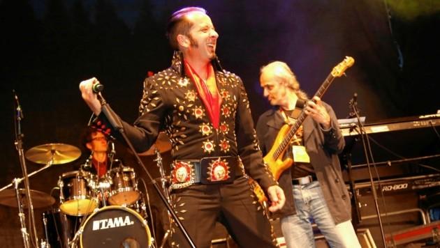 "Elvis-Interpret Michael ""Buzgi"" Buchacher hat ein Lied komponiert (Bild: Uta Rojsek-Wiedergut)"