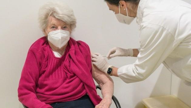 Bis Ende Februar sind die Impfungen in Alten- und Pflegeheimen abgeschlossen (Bild: Haijes Jack)