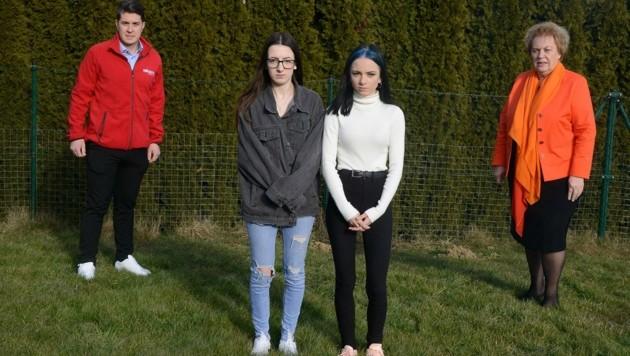 Sabrina und Laura vermissen ihren Vater sehr. Volkshilfepräsidentin Verena Dunst bittet nun um Hilfe für die Schwestern. (Bild: Weber Franz)