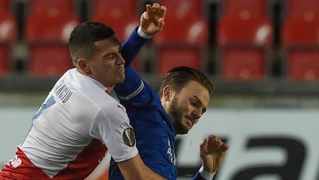 Nicolae Stanciu und James Maddison. (Bild: AFP)