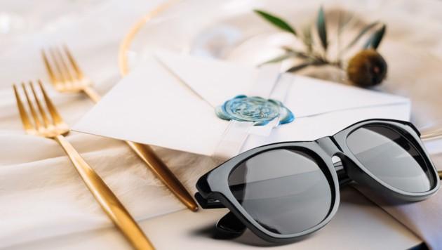 Statt dem goldenen Besteck wurde der Leserin eine Billig-Sonnenbrille geschickt (Symbolbild). (Bild: stock.adobe, Krone KREATIV)