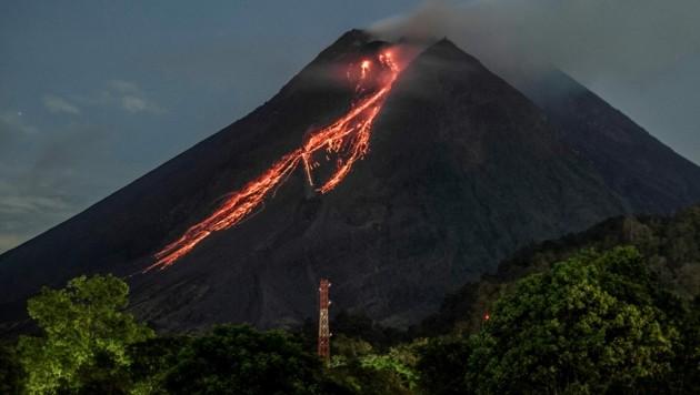 Der Lavastrom war am 19. Februar deutlich zu sehen. (Bild: APA/AFP/AGUNG SUPRIYANTO)