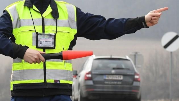 Die Polizei holte den alkoholisierten Lenker von der Straße. (Bild: P. Huber)