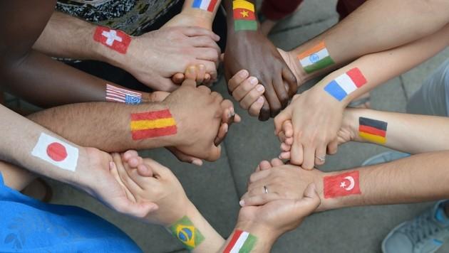 Diverse Muttersprachen sind in Tirol mit Vorurteilen behaftet – sie werden teils von ihren Sprechern fallen gelassen. (Bild: stock.adobe.com)