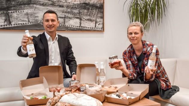 """Derzeit gibt es nur """"Essen to go"""". Hergovich und Blümel hoffen auf eine Öffnung. (Bild: SPÖ Klub)"""