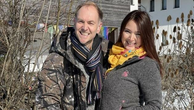 Mit Ehemann Alexander Zaglmaier genießt die Tirolerin derzeit viele ausgedehnte Spaziergänge in Niederndorf. (Bild: S.Kapfinger)