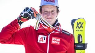 Adrian Pertl mit der Silbermedaille (Bild: APA/EXPA/JOHANN GRODER)