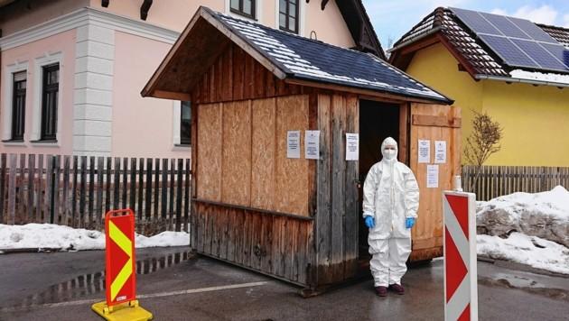 In Krieglach wird in einer Punschhütte getestet (Bild: Mag. pharm. Röschel)