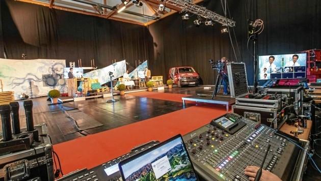 Ein Blick auf die Bühne. Hier werden die Shows aufgezeichnet, die man online sehen kann. (Bild: Kärntner Messen / Zangerle)