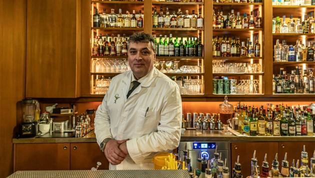 Apotheker Heinz Kaiser öffnet seine Bar nun für andere Zwecke. (Bild: Nikolaus Mautner Markhof)