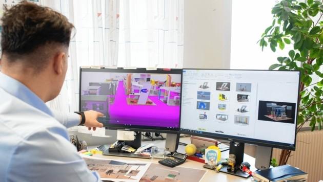 Projektleiter Almir Slamnik überwacht den Ablauf von seinem Schreibtisch aus. (Bild: Kärntner Messen/Zangerle)