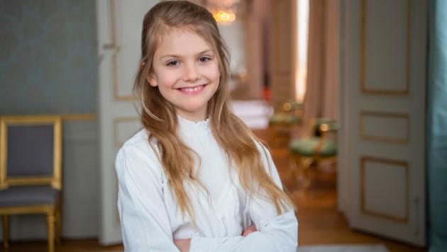 Prinzessin Estelle strahlt zu ihrem 9. Geburtstag stolz in die Kamera. (Bild: Kate Gabor, The Royal Court of Sweden)