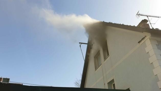 Das Feuer ist im ersten Stock ausgebrochen. (Bild: FF Graz)
