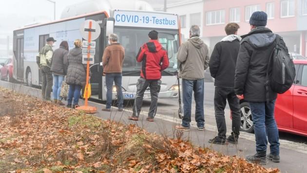 Ein Linienbus der Linz AG tourt als Teststation durchs Stadtgebiet (Bild: Dostal Harald)