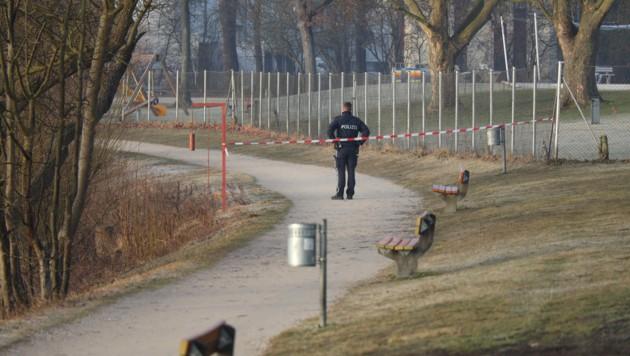 Großer Polizeieinsatz Mittwochfrüh beim Oedter See in Traun (Bild: laumat.at/Matthias Lauber)