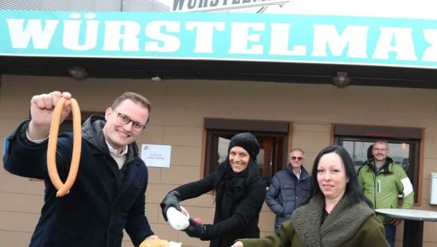 """Prosenbauer (li.) lädt mit seinem Team zum """"solidarischen Würstelessen"""" bei Eischer (re.) (Bild: Judt Reinhard)"""