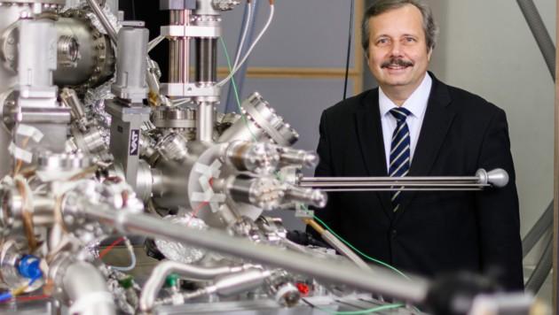 Trotz heftiger Kritik bleibt der Hamburger Physiker Roland Wiesendanger bei seiner Ansicht, dass SARS-CoV-2 seinen Ursprung in einem Labor in Wuhan haben dürfte. (Bild: UHH/Sebastian Engels)