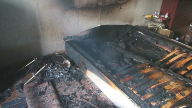 So sah das Bett nach dem Brand aus. (Bild: BF Graz)