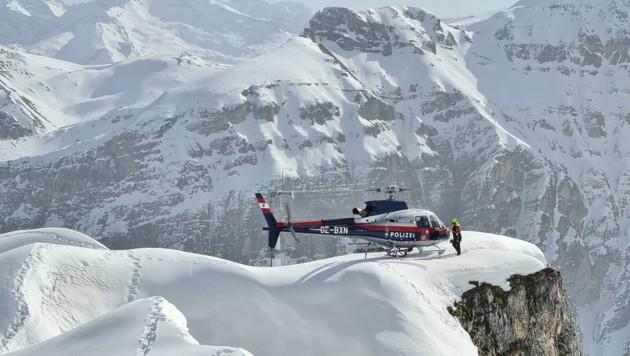 Spektakulärer Landeplatz der Libelle Tirol über dem Gschnitztal während des Erkundungsfluges. (Bild: Lawinenwarndienst Tirol)