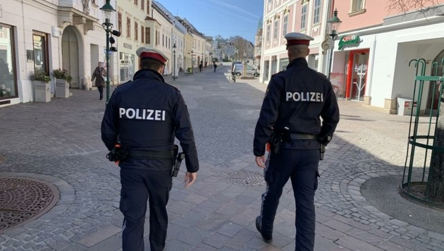 Zusätzliche Maßnahmen: Die Polizei soll mehr auf das Abstandhalten im Freien hinweisen (Bild: Schulter Christian)