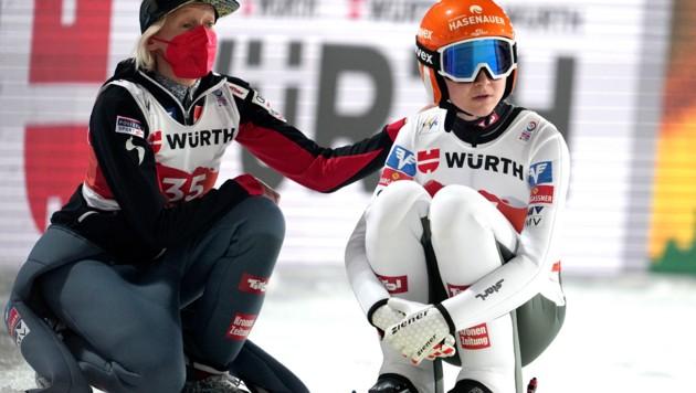 Daniela Iraschko-Stolz und Marita Kramer (Bild: APA/GEORG HOCHMUTH)