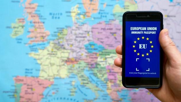 Reisefreiheit nur mit einem EU-Impfzertifikat? Datenschützer sehen das äußerst kritisch. (Bild: stock.adobe.com)