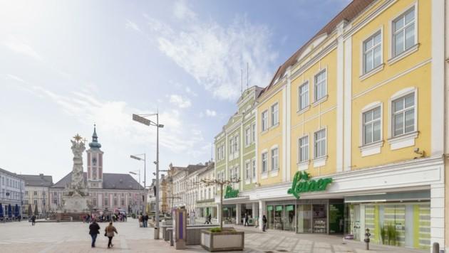 Am Rathausplatz merkt man noch wenig vom großen Umbau. Die Archäologen graben munter weiter. (Bild: Franz Brueck)