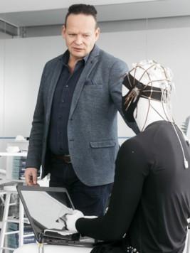 """Günter Grabher ist Initiator der """"Smart-Textiles Austria Plattform"""". (Bild: mathis.studio)"""