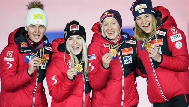 Sophie Sorschag, Chiara Hölzl, Daniela Iraschko-Stolz und Marita Kramer (Bild: APA/GEORG HOCHMUTH)