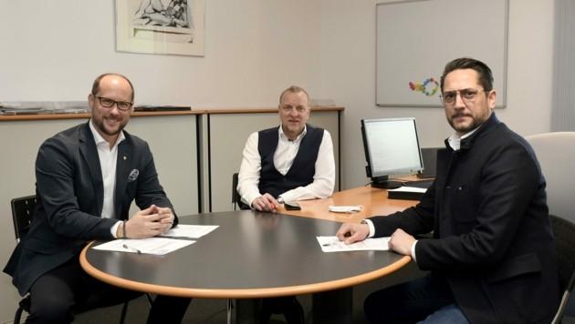 Tirols oberste Branchenvertreter Gerber (li.) und Rainer (r.) im Gespräch mit Markus Gassler. (Bild: Andreas Fischer)