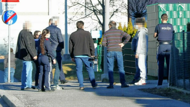 Lokalaugenschein beim möglichen Tatort am Samstag (Bild: Christian Jauschowetz)