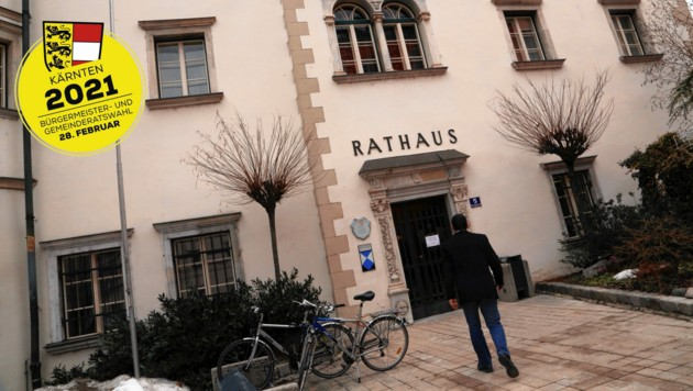 """Aus dem Spittaler Rathaus berichtet """"Krone""""-Redakteurin Elisa Aschbacher. (Bild: Kronen Zeitung)"""