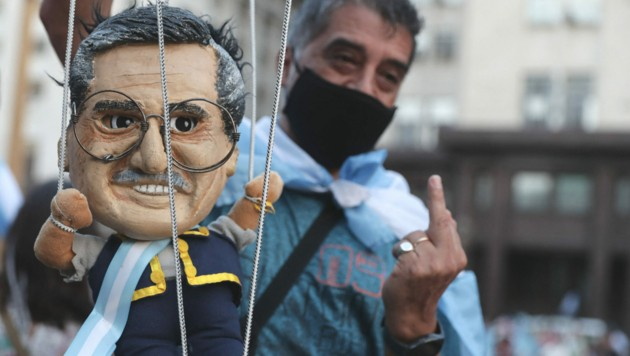 Für diesen Demonstranten ist Präsident Alberto Fernandez offenbar nur eine Marionette. (Bild: ALEJANDRO PAGNI / AFP)