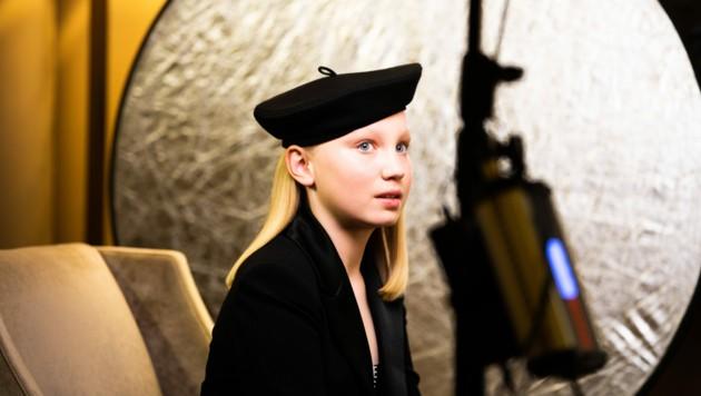 """Helena Zengel schaut von Berlin aus die Golden-Globes-Gala an. Zengel geht leider leer aus. Sie war als """"Beste Nebendarstellerin"""" nominiert. Der Preis ging aber an Konkurrentin Jodie Foster. (Bild: Magdalena Höfner / dpa / picturedesk.com)"""