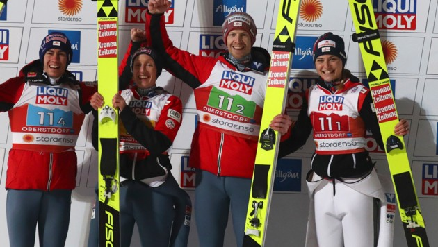 Stefan Kraft, Daniela Iraschko-Stolz, Michael Hayböck und Marita Kramer. (Bild: AP/Matthias Schrader)