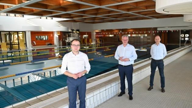 Bürgermeister Thomas Steiner (Mitte) gemeinsam mit dem 1. Vizebürgermeister Istvan Deli und Anton Aufner (rechts), Präsident des Burgenländischen Schwimmverbandes (Bild: Stadtgemeinde Eisenstadt)