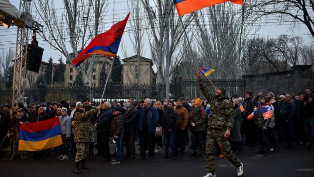 Regierungsgegner in der armenischen Hauptstadt Jerewan (Bild: APA/AFP/Karen MINASYAN)